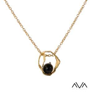 "Colgante ""VOUNO"" AVA by Mibranda, con piedra negra."