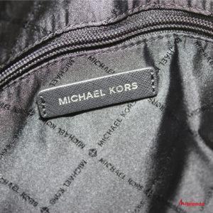 "Bolso Satchel ""EMMY"", de Michael Kors, color negro"