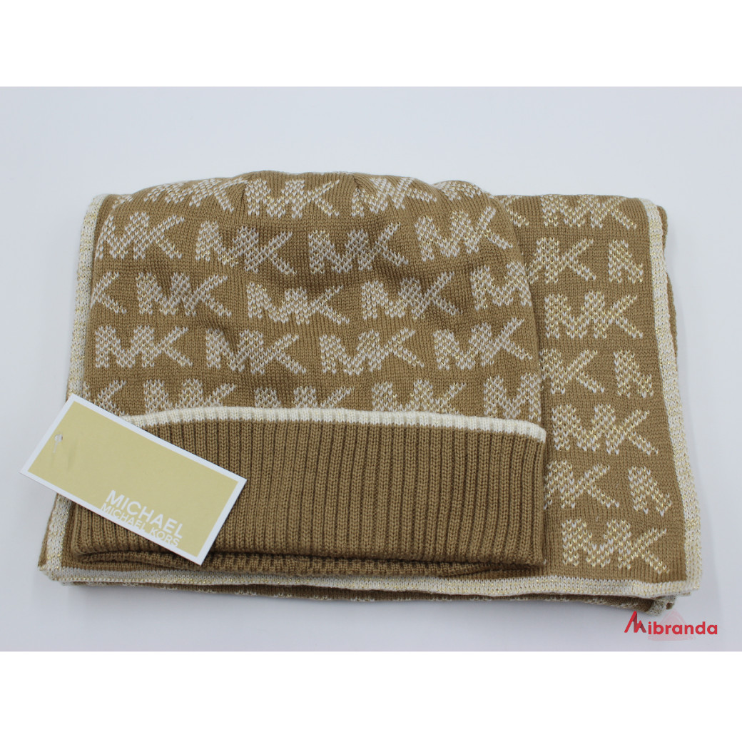 Bufanda y gorro de Michael Kors, color camel-vainilla