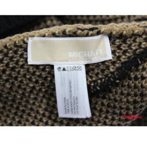 Bufanda y gorro de Michael Kors, de estampado de leopardo