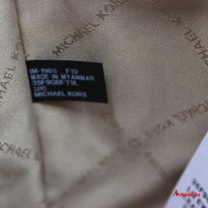 Bolso de hombro Bedford, de Michael Kors,en piel color merlot