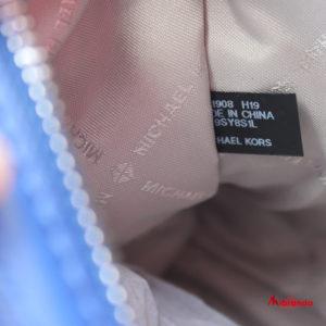 Bolso de hombro Kathy, de Michael Kors, tamaño mediano, piel cobalto