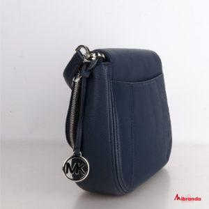 Bolso de hombro con solapa Bedford, de Michael Kors, en piel azul marino