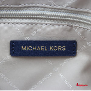 "Bolso Satchel ""EMMY"", de Michael Kors, navy con dorado."