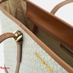 Bolso Maxi Tote Jet Set Travel, vanilla, de Michael Kors.
