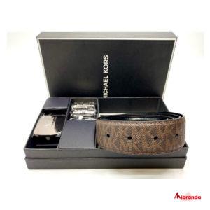 Cinturon reversible Michael Kors, en caja.