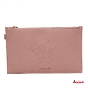 Clutch con medusa rosa, de Versace