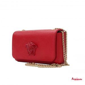 Bolso pequeño rojo con medusa, de Versace