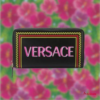 Versace, firma italiana de lujo, ahora en Mibranda. Feliz fin de semana!❤🤗🥰😍 👉www.mibranda.es  #versace  #versacebag  #versacewallet #moda #fashion #comprasonline  #mibranda_shop