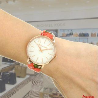 """""""La clave está en darle tiempo al tiempo"""". Feliz jueves 🤗😍🥰♥️ #mibranda #photooftheday  #relojmichaelkors  #instagoog #michaelkors"""