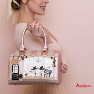 Nuevos modelos de bolsos de Vendula London. Entra y descúbrelos!! 👉www.mibranda.es  #vendulalondon  #ilovelondon  #bolsosdemarcaoriginales  #bolsosdemoda  #moda #fashion #instagood